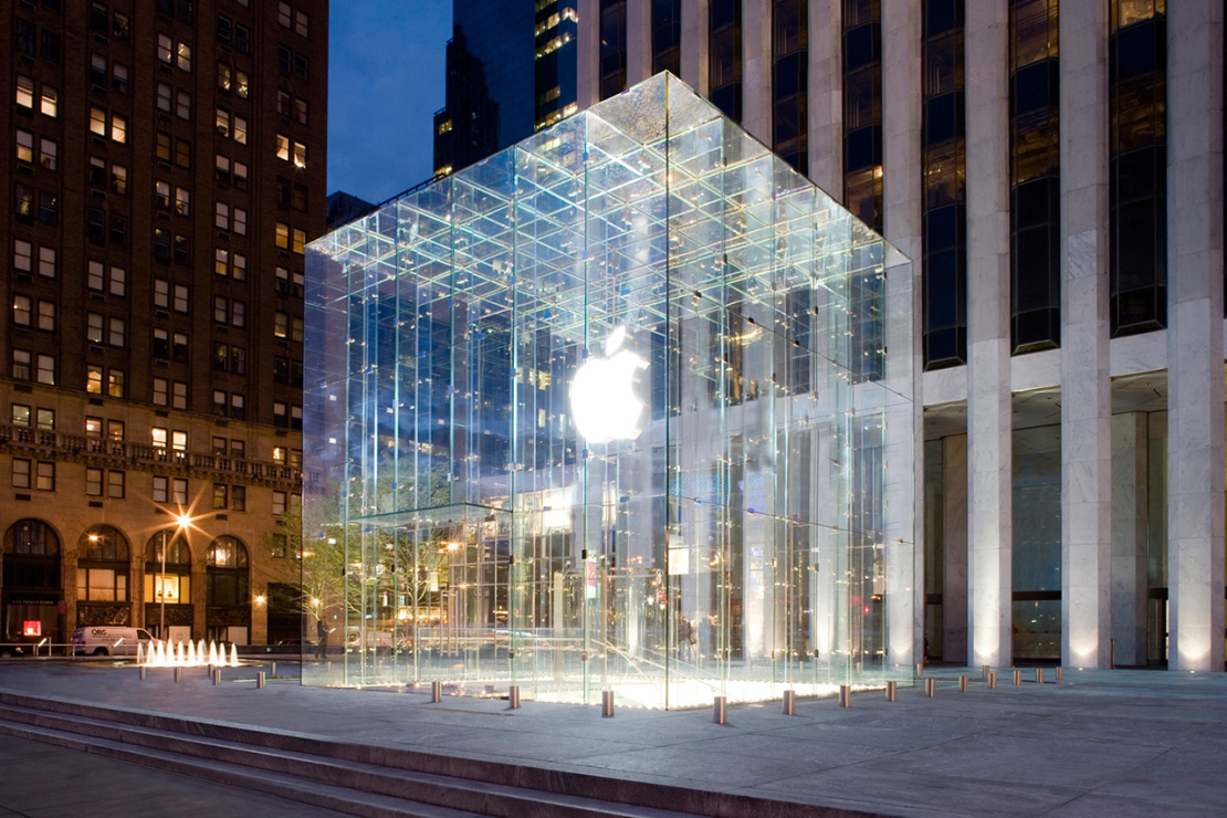 Пятая Авеню в Нью-Йорке остается самой дорогой в мире торговой улицей в 2015 году