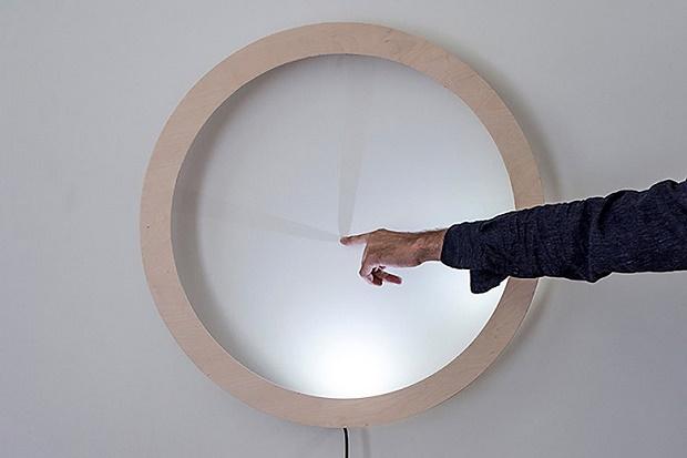 Дизайнеры из Вены создали часы с тенью