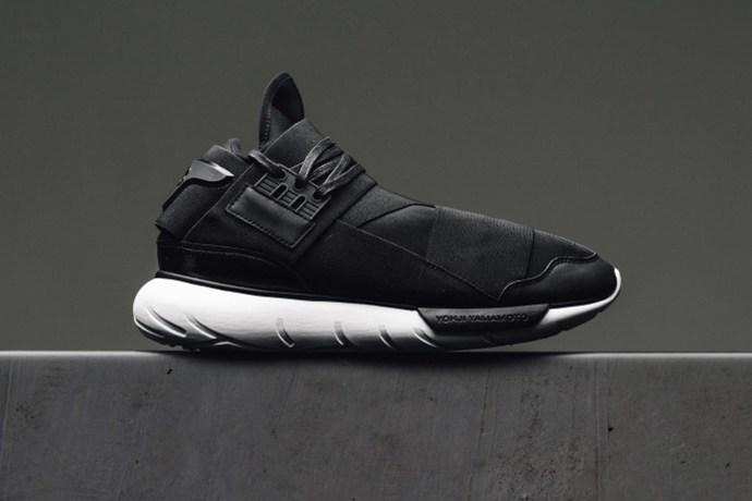 Кроссовки Qasa от Y-3 возвращаются в черном цвете с утонченным дизайном