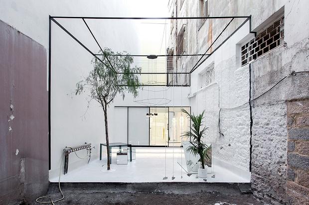 314 Architecture Studio превратил греческий памятник культуры в фешенебельный магазин