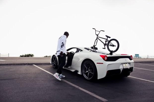 Найджел Сильвестр проносится сквозь Лос-Анджелес в своём новом видео «GO!»