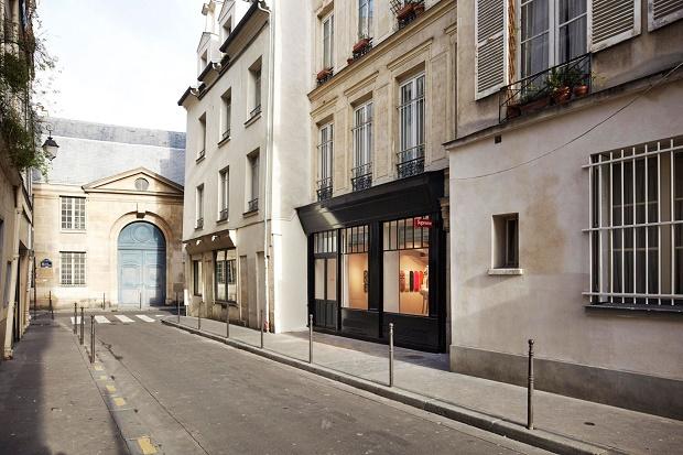 Парижский бутик Supreme