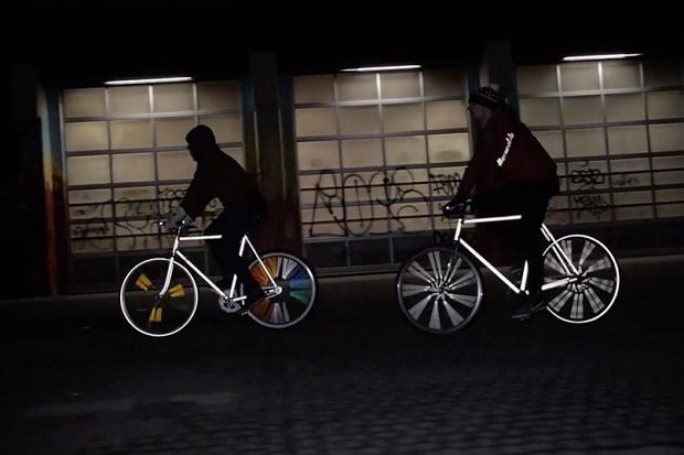 Светоотражающие велосипеды от Happarel Bicycles освещают ночь