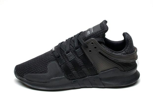 """Модель EQT Support ADV от adidas обновили в расцветке """"Triple Black"""""""