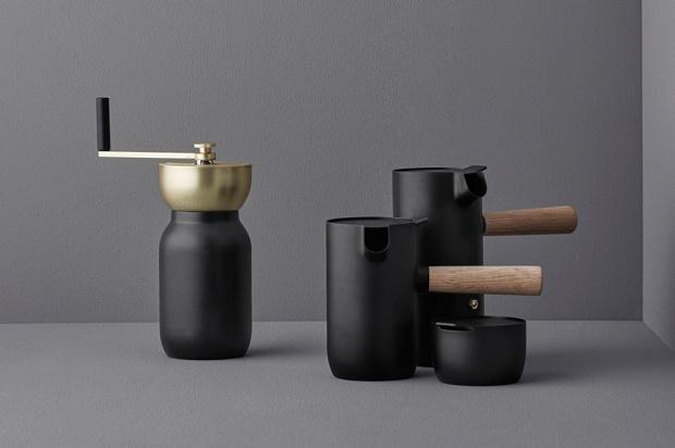 Something Design создал коллекцию чёрных матовых кофеварок для Stelton