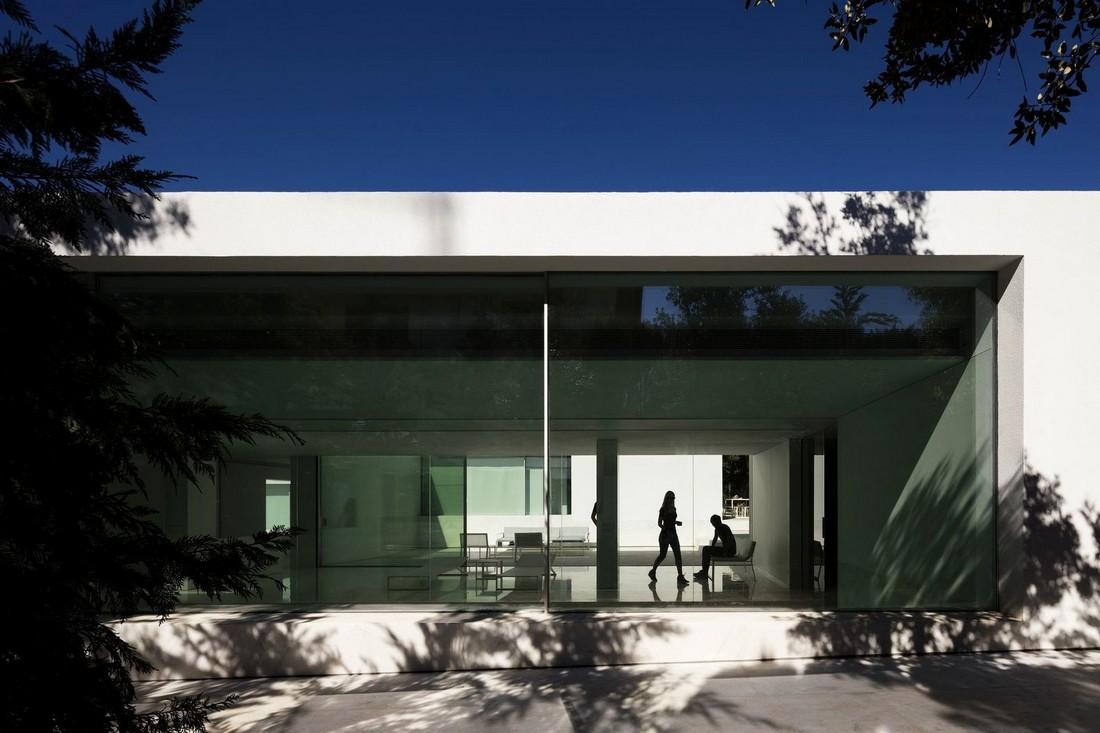 Дом в сосновом лесу от Fran Silvestre Arquitectos