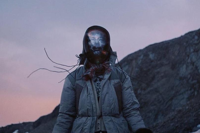 Новый захватывающий клип Марка Причарда и Тома Йорка на песню «Under The Sun»