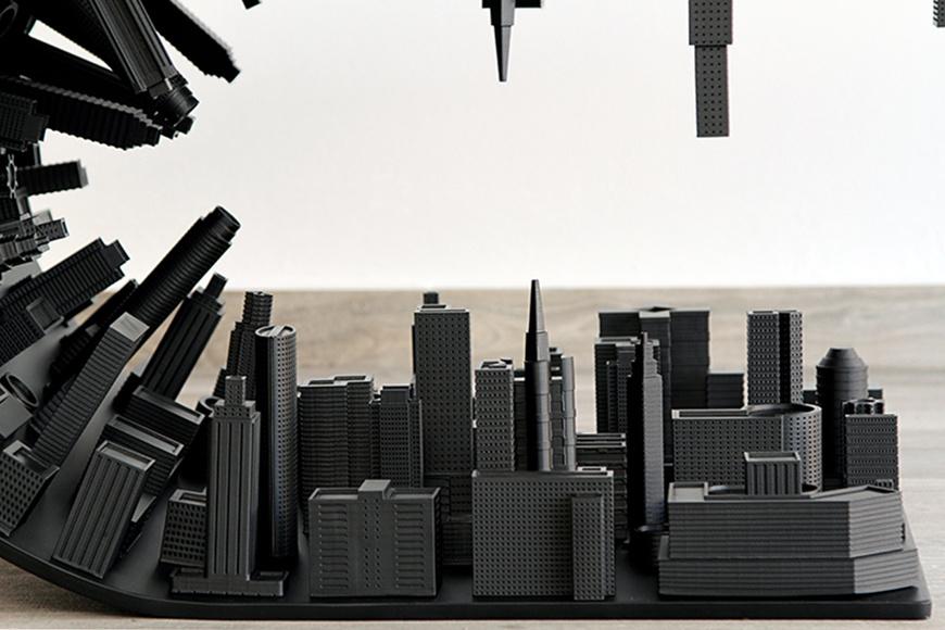 Черный матовый стол от талантливого дизайнера по имени Стелиос Мозаррис