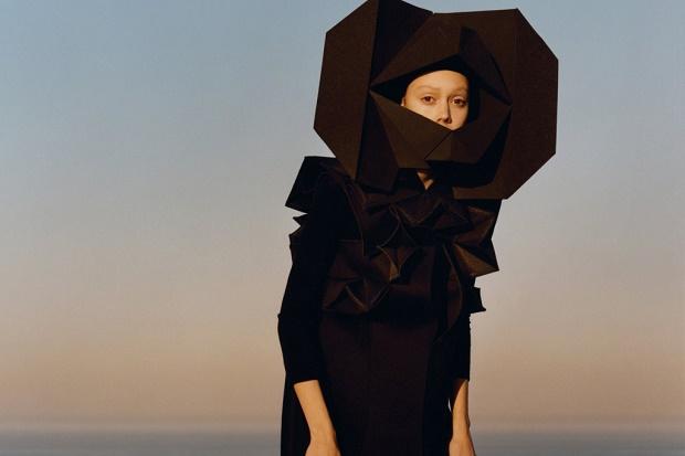 Джунья Ватанабе: японский дизайнер, выпускающий инновационные, интеллектуальные и авангардные коллекции одежды
