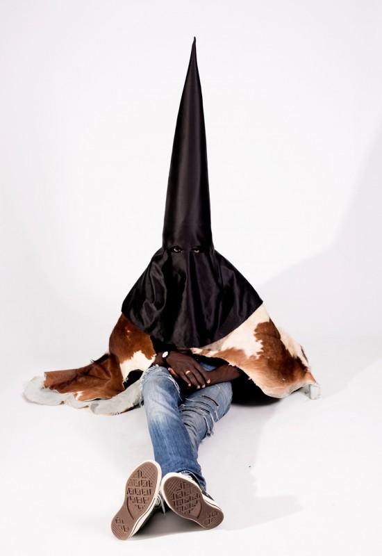 """Маски Канье Уэста из """"BLKKK SKKKN HEAD"""" продаются за $ 8050 долларов США"""