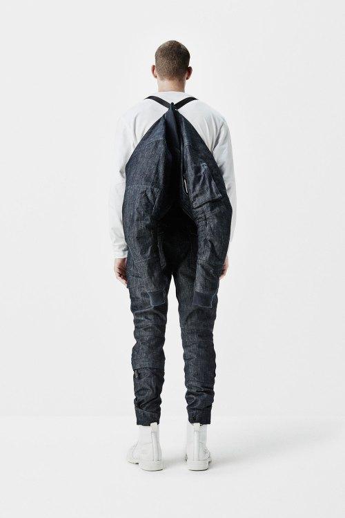G-Star RAW, под контролем Aitor Throup, предлагает набор экспериментальной джинсовой одежды