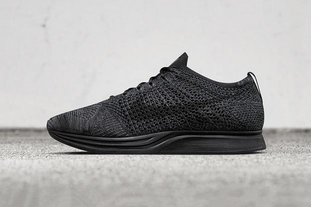 "Nike официально представила ""Triple Black"" Flyknit Racer"