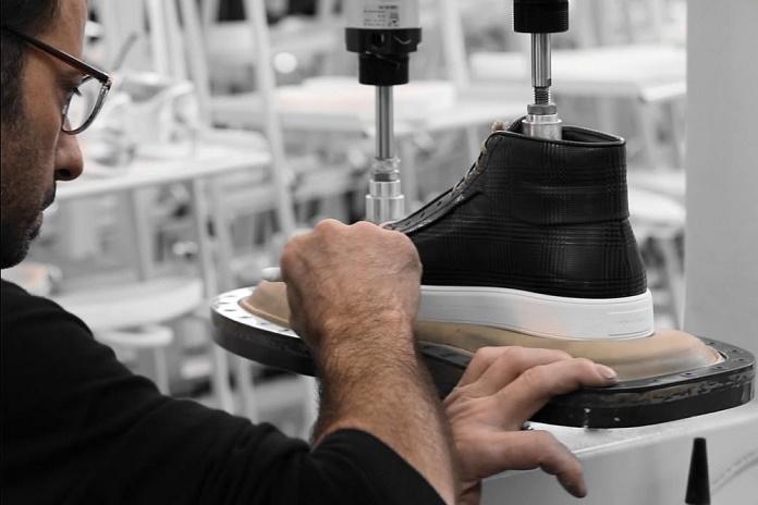 Dior Homme покрасил кеды вручную