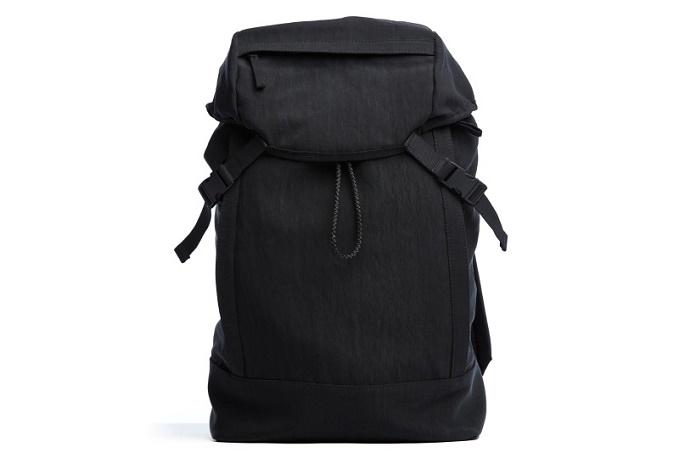 James Perse представил коллекцию минималистичных сумок для нынешней зимы