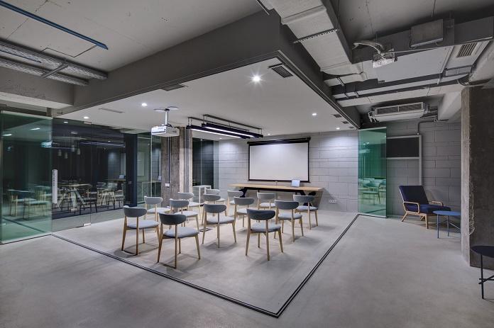 Креативный интерьер штаб-квартиры CMS Group в Киеве