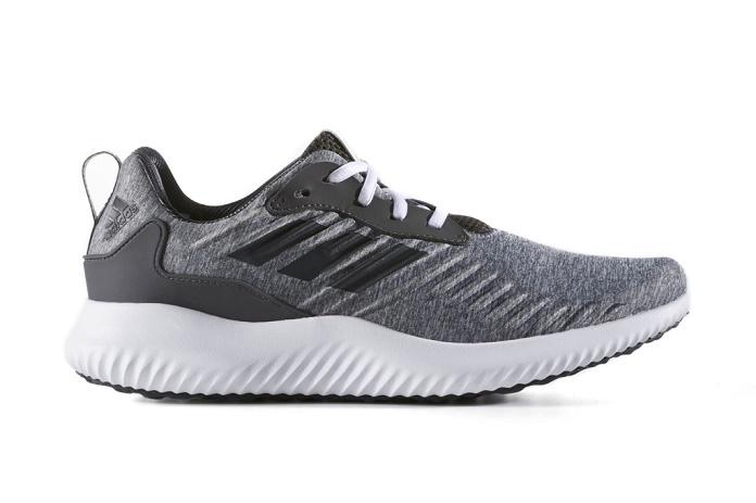 Новые AlphaBOUNCE RC от adidas в темно-серых меланжевых тонах