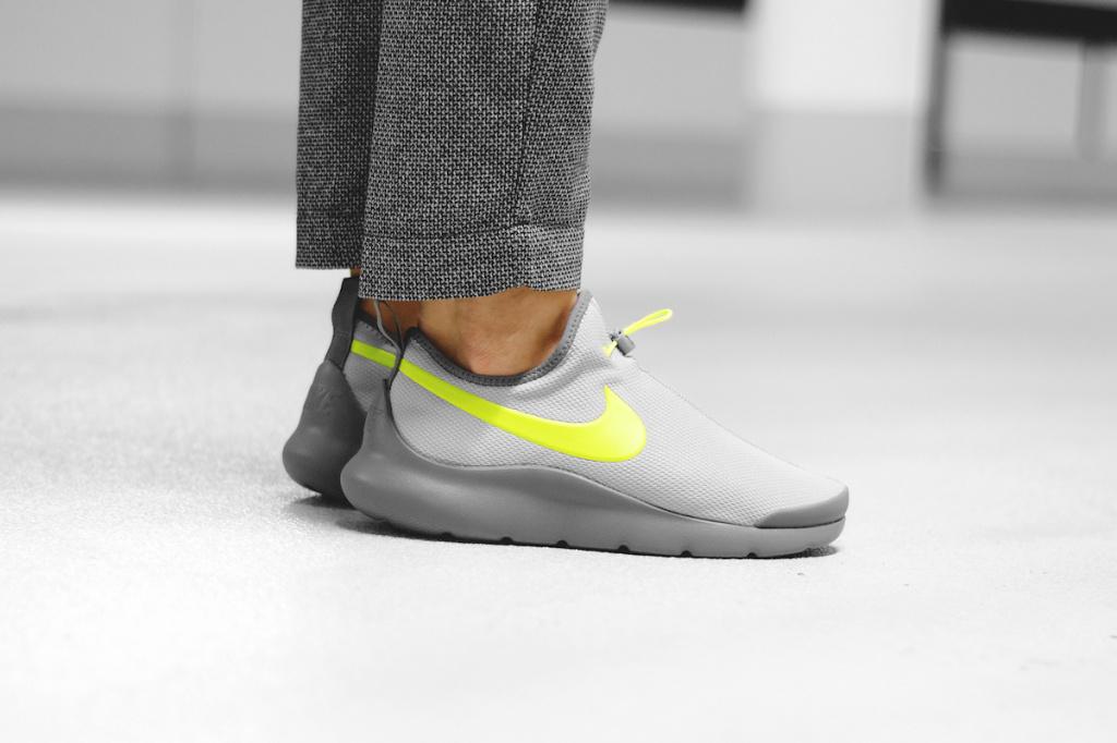 Nike Aptare «Wolf Gray/Volt» представлены официально