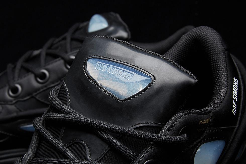 Раф Симмонс и adidas выпустили «Core Black» Ozweego Bunny