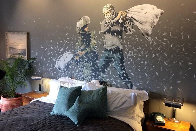 Таинственный художник Бэнкси открыл отель