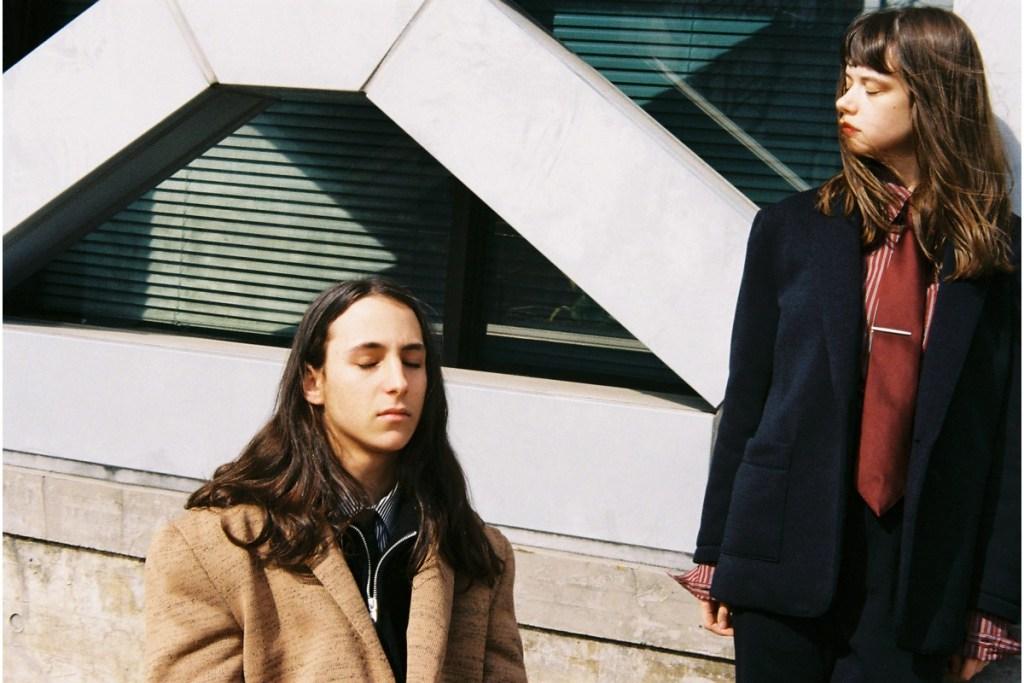 Новый лукбук бренда Comme Je Suis явно противоречит стилю поколения