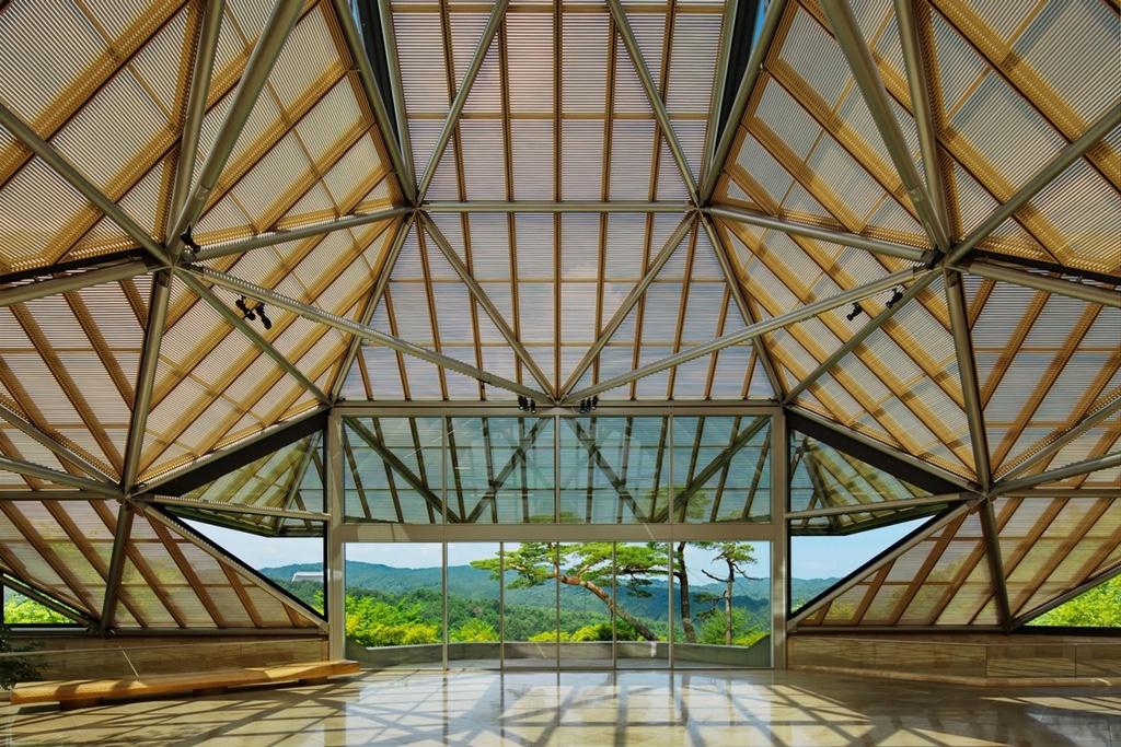 Louis Vuitton представит свою курортную коллекцию в музее Михо