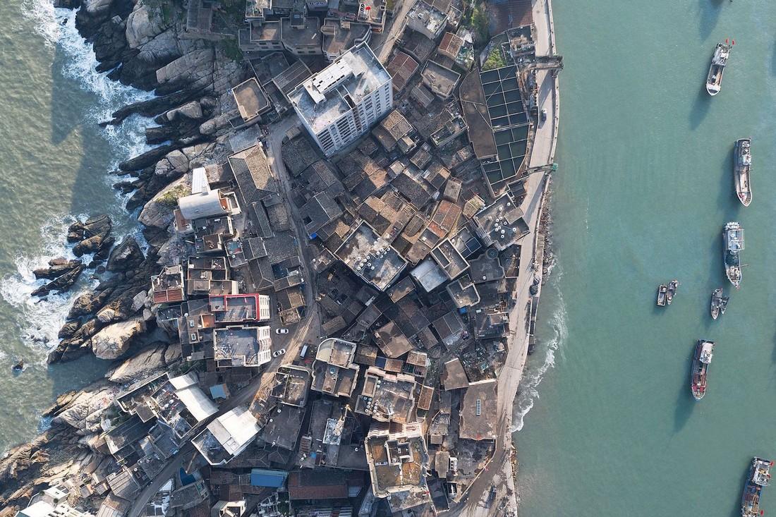 Vector Architects добавили круглую крышу для Captain's House в Китайском порту