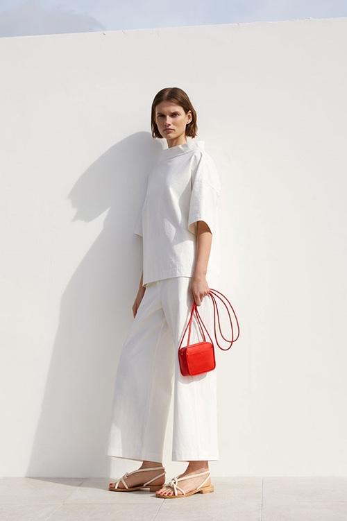 COS вносит свою лепту в тренд Oversize-сумок