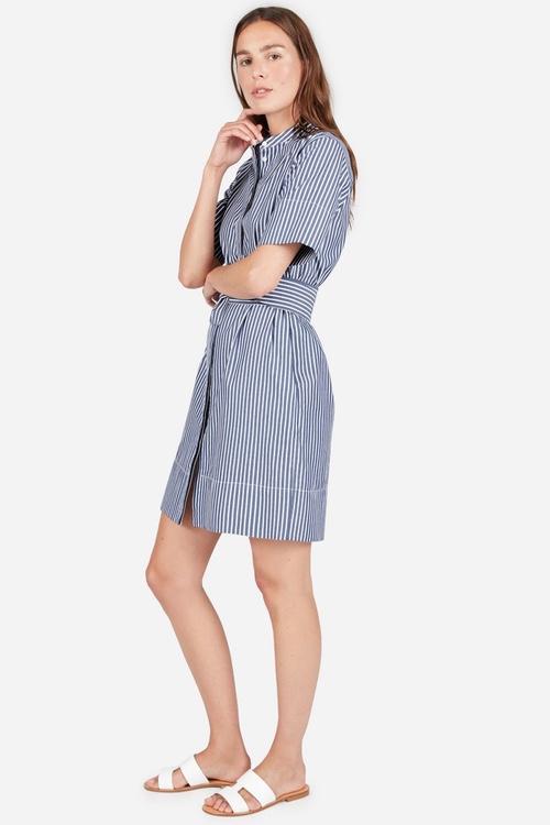 Летняя беспечность в виде платья-рубашки от Everlane