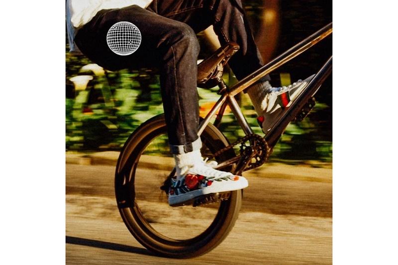 """Очередная новая песня от Фрэнка Оушена - соло версия его же песни """"Biking"""""""