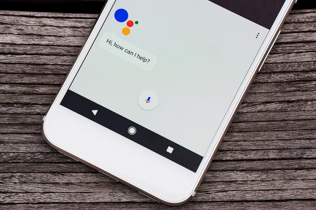 Google Assistant стал доступен для iOS
