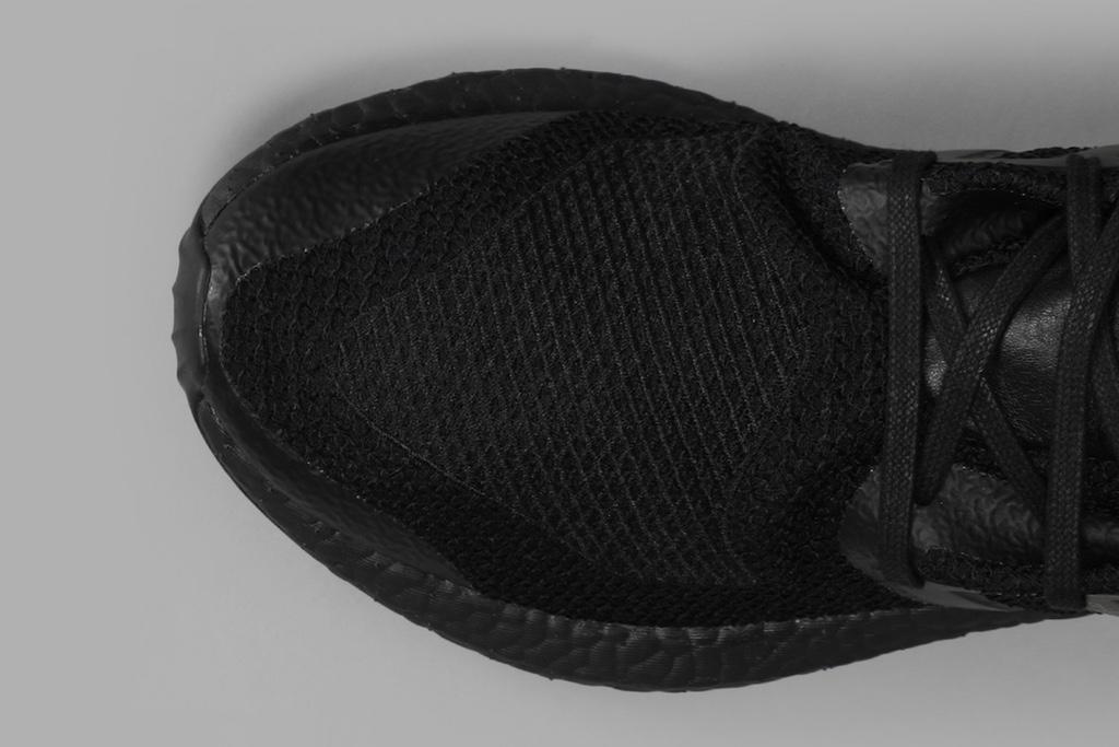 Открыт предзакаказ на Y-3 PureBOOST «Triple Black»