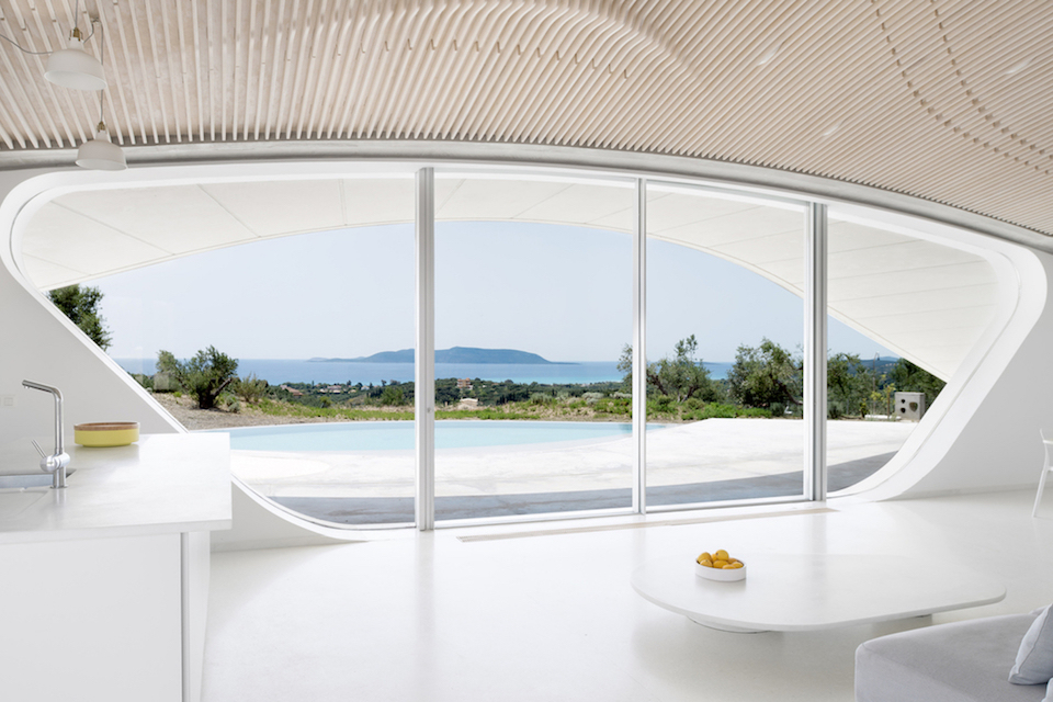 «Вилла Ипсилон» прекрасно вписалась в греческий ландшафт