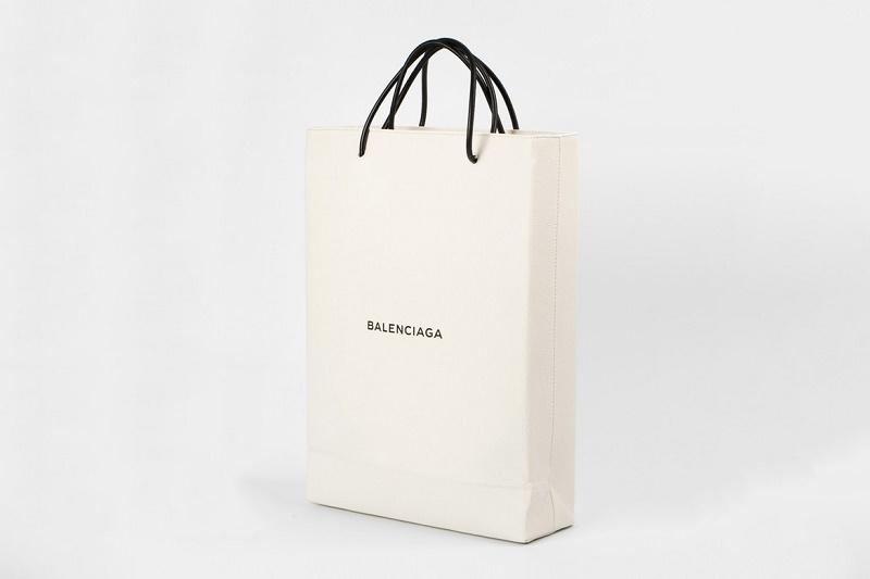 Balenciaga представляет пакет для покупок за $1,100 USD