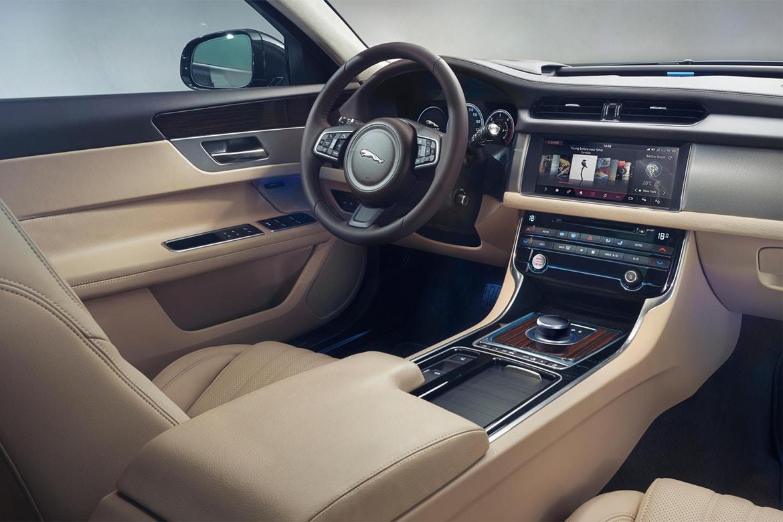 Представлен универсал Jaguar XF Sportbrake