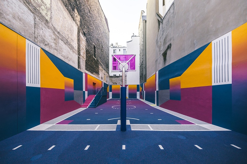 Новая красочная баскетбольная площадка Pigalle